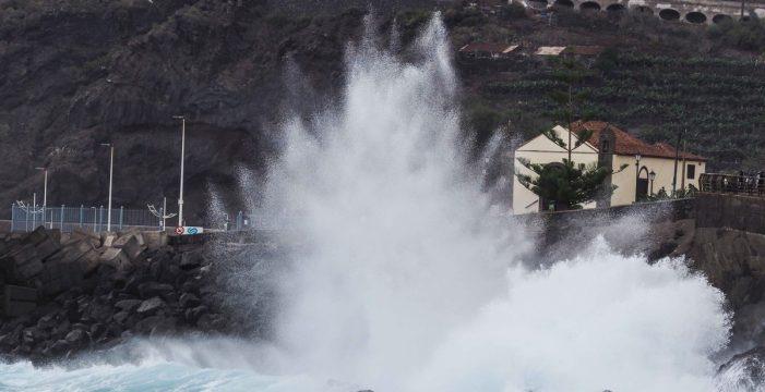 Canarias declara la alerta por fenómenos costeros adversos