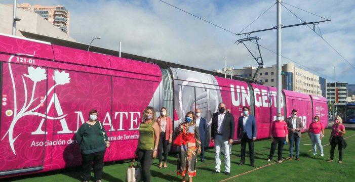 Un tranvía de rosa para reconocer y sensibilizar sobre el cáncer de mama
