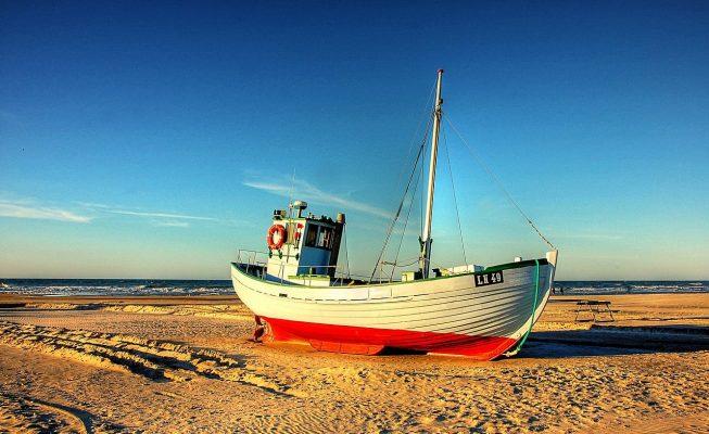 Detienen a 5 personas en Lanzarote por maniatar a un pescador en Marruecos y coger su barca para llegar a España