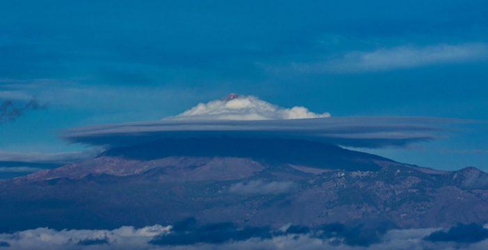 Las espectaculares fotos del 'sombrero' del Teide antes de la llegada de la borrasca 'Bárbara'