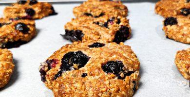Prepara galletas de avena con arándanos, fáciles y sanas