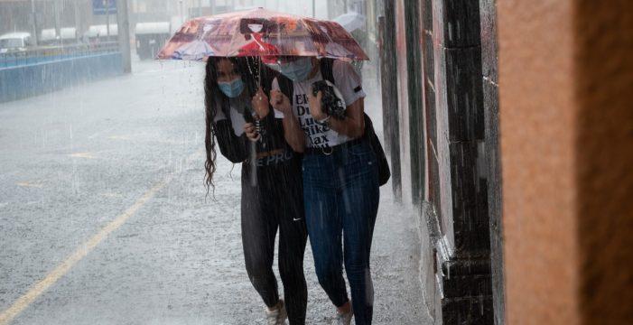 Un viento muy fuerte y la lluvia siembran Tenerife de problemas