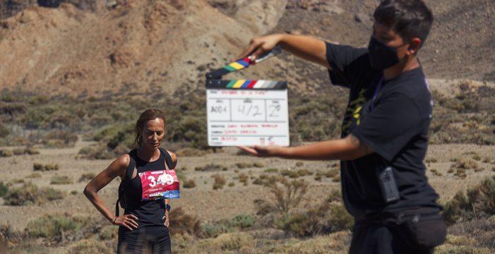 Yaiza Guimaré rueda en la Isla 'Sombras en la meta', un filme ambientado en la Tenerife Bluetrail