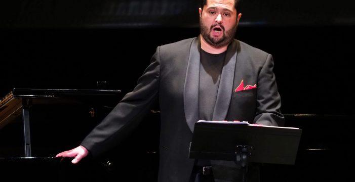 El tenor lagunero Celso Albelo recala este martes en Gran Canaria con 'La Traviata'