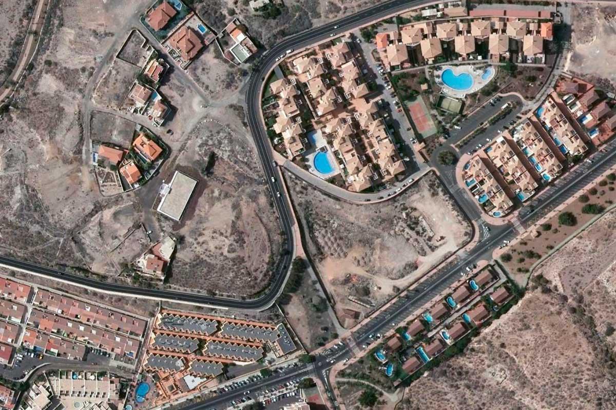 Parcela donde se construirán dos edificios de 45 viviendas en Los Cristianos