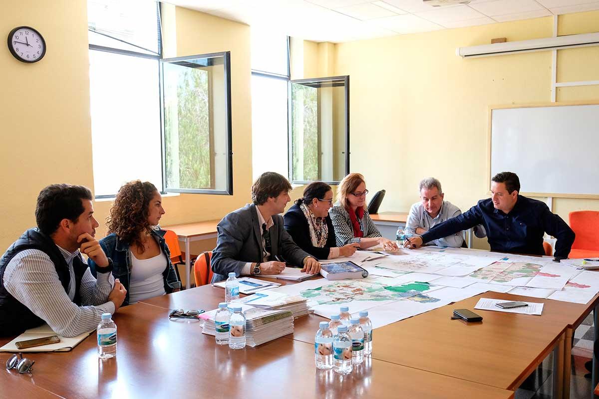 José Julián Mena junto al equipo redactor del Plan General. DA