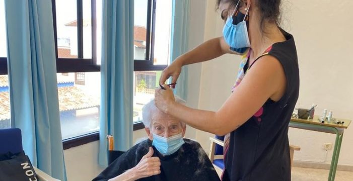 El cambio de 'look' que ha devuelto la sonrisa a los mayores de Fuencaliente