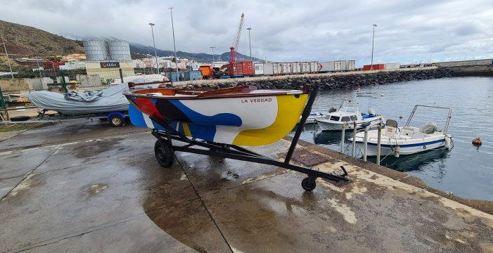 Las Banderas de César Manrique ya decoran el velero La Verdad