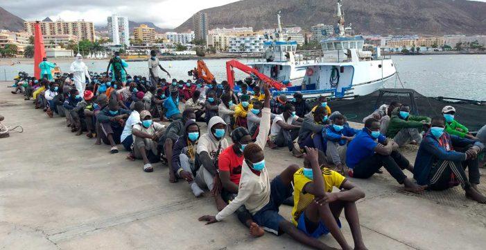 Rescatan un cayuco con 112 personas al suroeste de Los Abrigos, en Tenerife