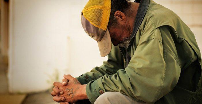 Cuatro personas sin hogar se llevan 50.000 en un 'rasca y gana' que les regaló un hombre