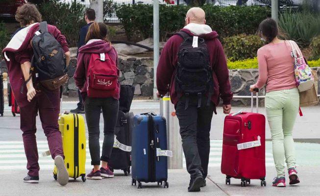 """Canarias aprueba un decreto """"pionero"""" que exige a los turistas un test negativo de Covid"""