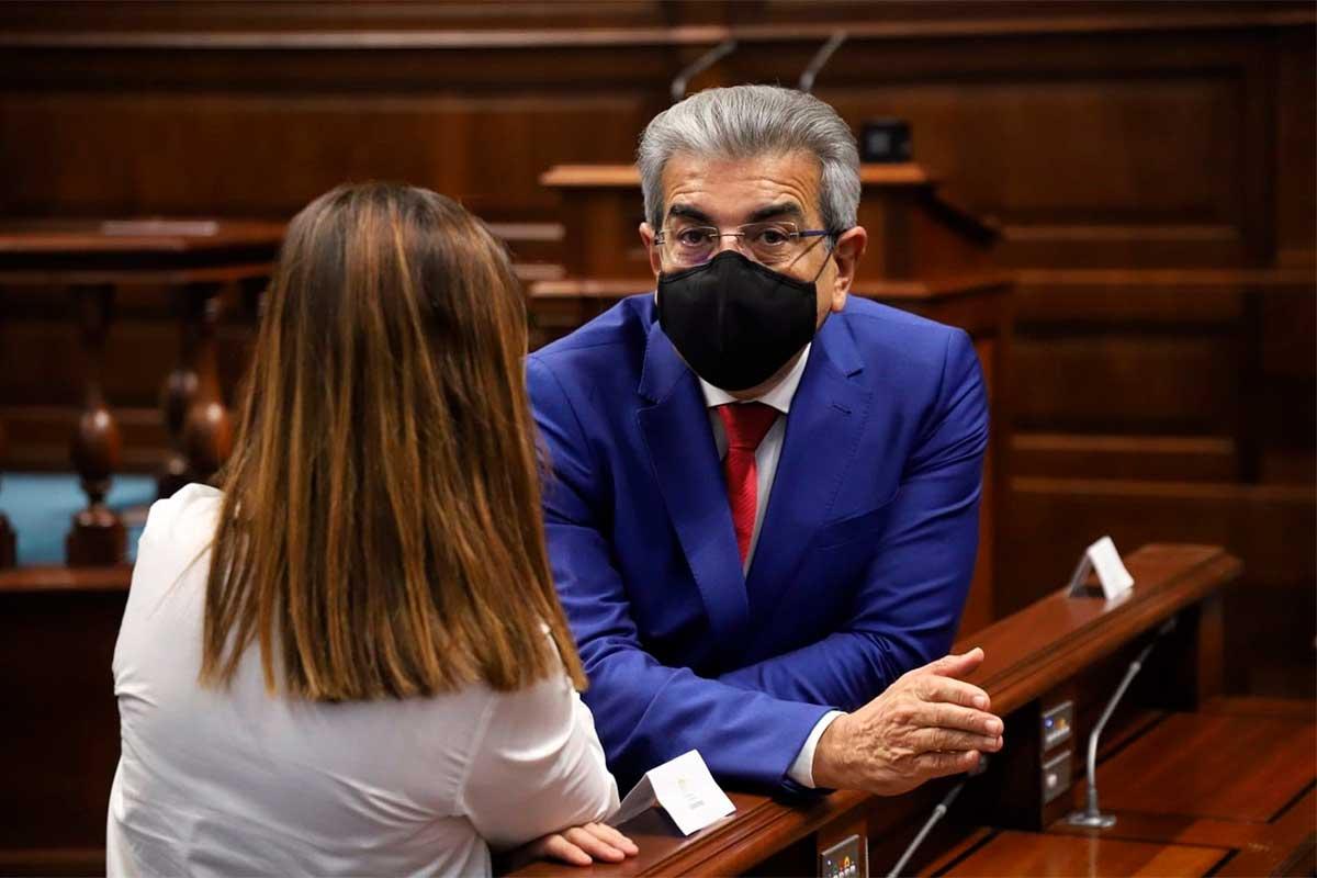 ROMÁN RODRÍGUEZ EN EL PLENO DEL PARLAMENTO CANARIO