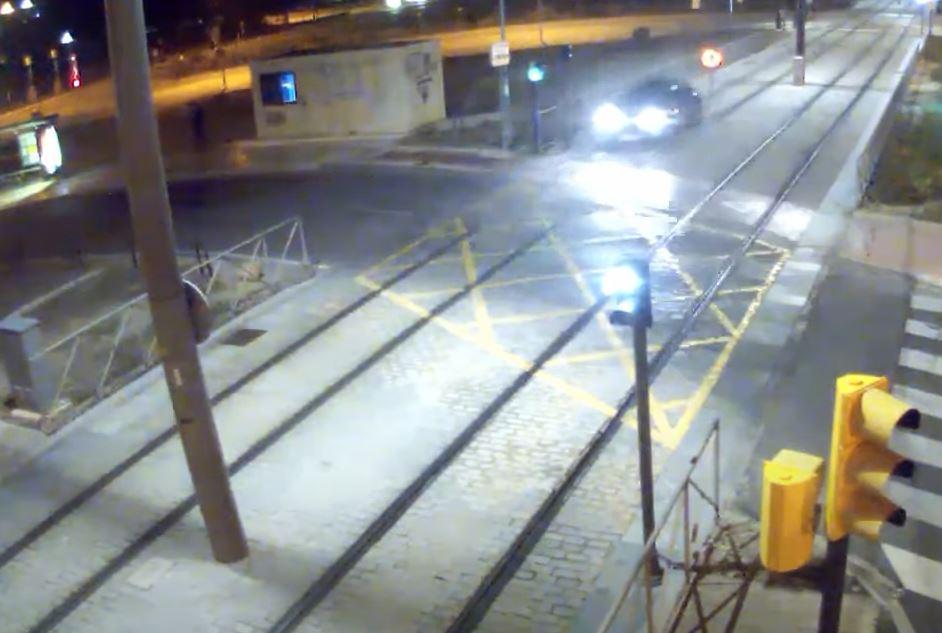 Graban a una joven conduciendo ebria por las vías del metro de Málaga 2