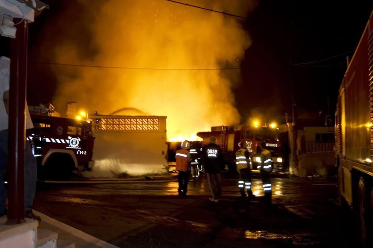 Extinguen un incendio en Tenerife. Bomberos Tenerife