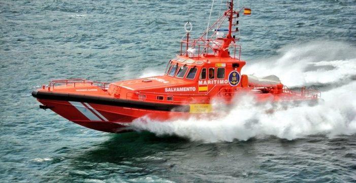 Rescatan un cayuco con 55 personas a 60 millas de Gran Canaria
