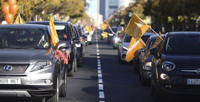 """Miles de vehículos llenan las calles de más de 50 ciudades contra la 'Ley Celaá' y por la """"libertad de enseñanza"""""""