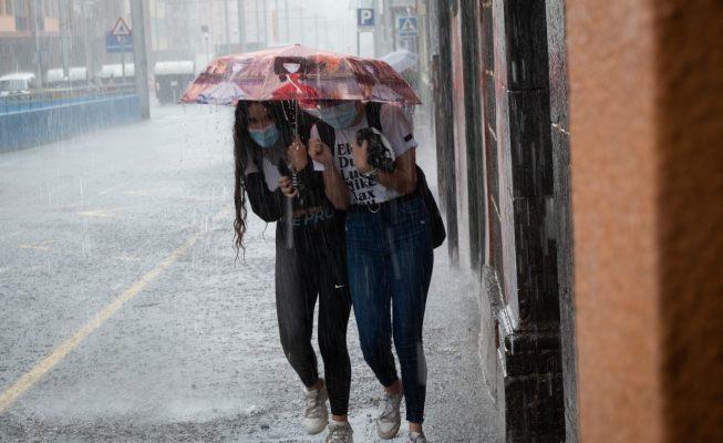 Una borrasca pone hoy a Canarias en aviso amarillo por fuertes lluvias