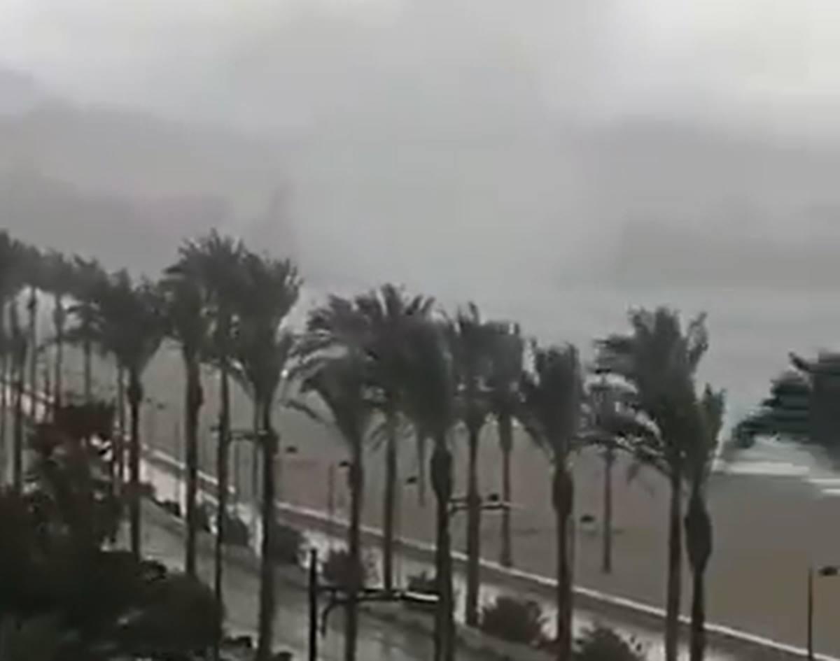 La manga, a su llegada a la playa de Muchavista (El Campello), en Alicante. Twitter @Climatología_ua, vía Charo Merino