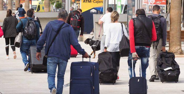 """España utilizará corredores turísticos y el pasaporte de vacunación como """"elemento de movilidad segura"""""""