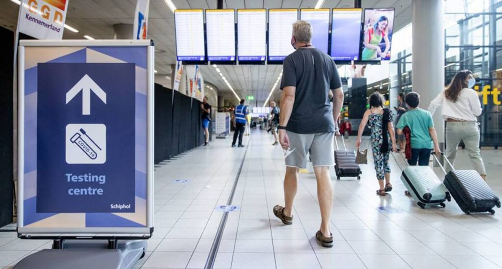 El Gobierno escucha a las Islas y pedirá test negativo a los turistas