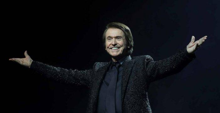 Miles de personas acuden al concierto de Raphael en Madrid: el más numeroso de la pandemia