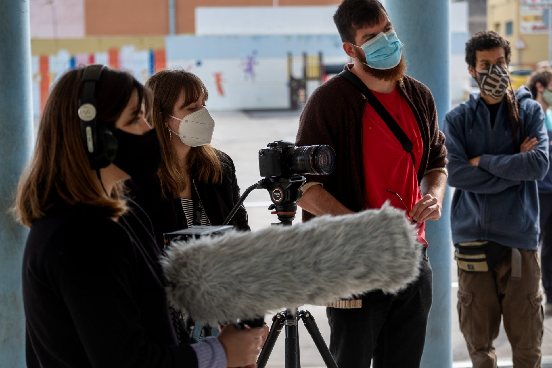 En varios talleres el realizador Luis Lanchares enseña nociones sobre la creación de documentales. FRAN PALLERO