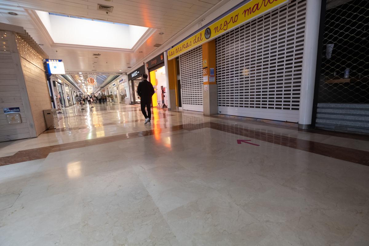 La afluencia a los centros comerciales se redujo. Fran Pallero