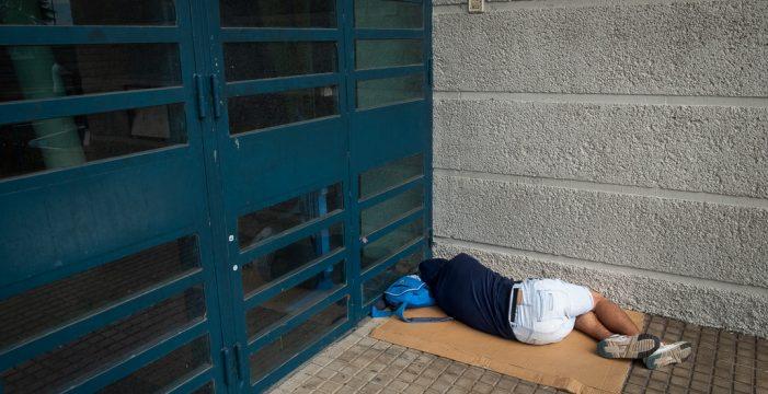 Cáritas alerta de que casi 1.800 personas duermen en la calle en Tenerife