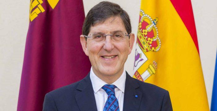 El consejero de Salud de Murcia y otros altos cargos se vacunan saltándose el calendario