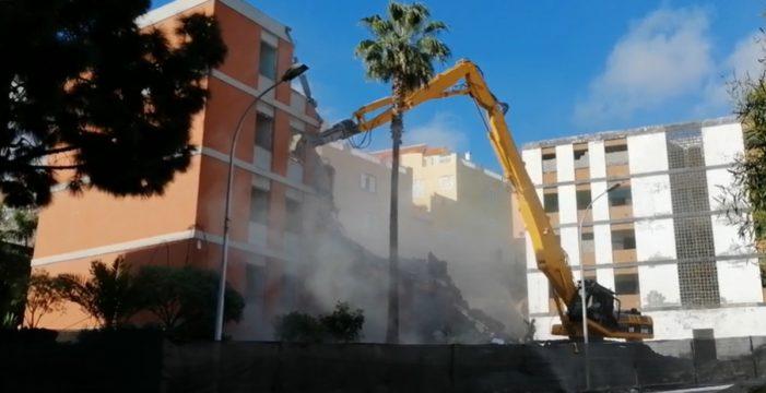 Día histórico: comienza la demolición de los bloques de Las Chumberas
