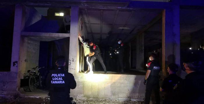Se juntan en una obra abandonada en Lanzarote a pocas horas de estrenar el nivel 4 de alerta