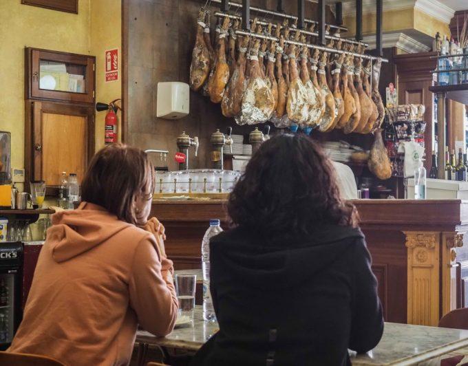 Bares, restaurantes y gimnasios reabren en Tenerife con miedo de volver al nivel 3