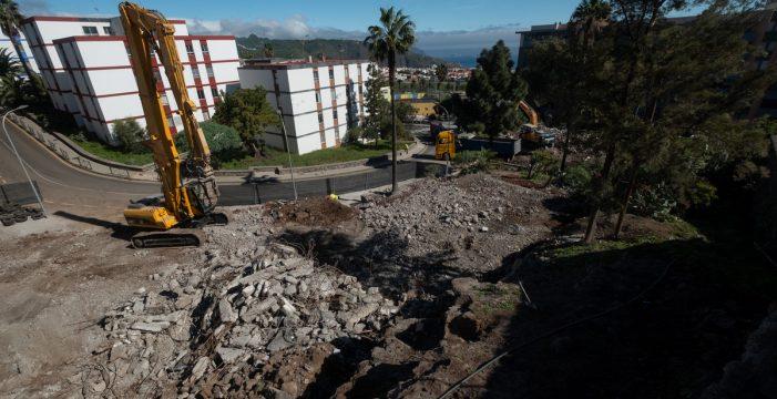 La semana termina con tres edificios ya demolidos en Las Chumberas