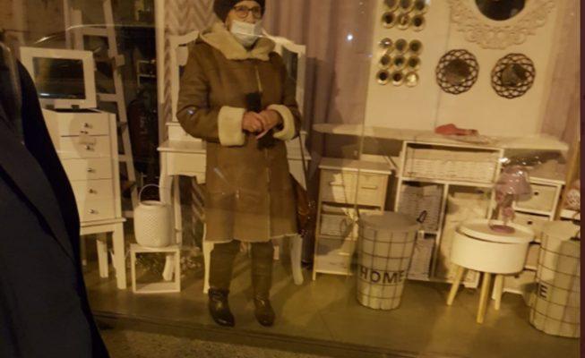 Una señora de 87 años se queda encerrada en un bazar chino