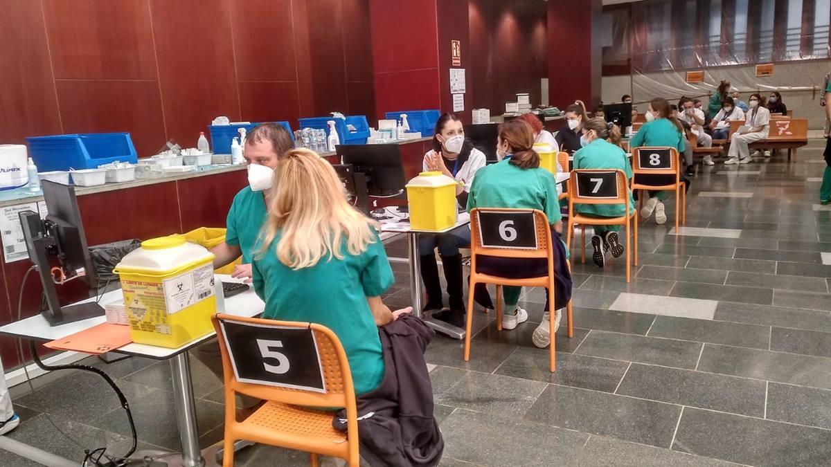 Vacunación contra la COVID-19 en Canarias. DA