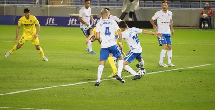 El Tenerife cae con la cabeza muy alta ante el Villarreal (0-1)