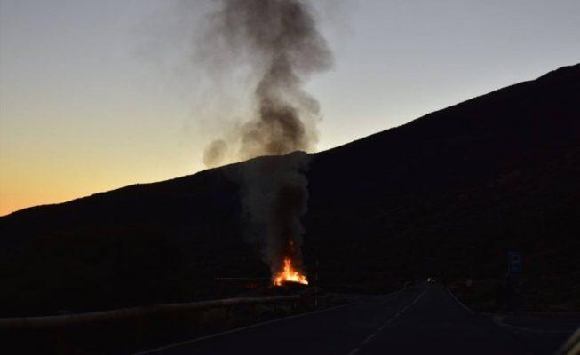 Arde un coche en el Teide