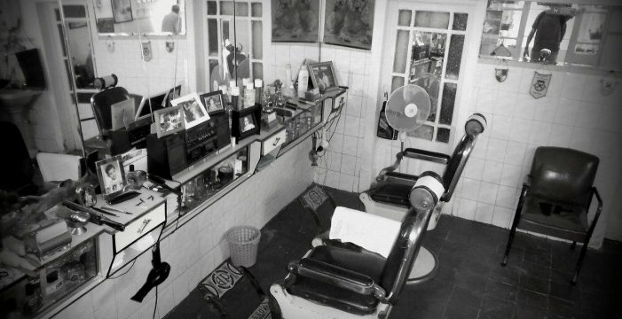 Ezequiel, el barbero lagunero que tuvo que pedir mientras esperaba una pensión