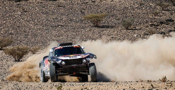 Carlos Sainz inicia su reconquista del Dakar con victoria y liderato