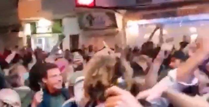Indignación por una fiesta masiva de Nochevieja en plena calle en Fuerteventura