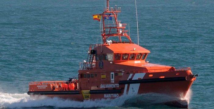 Salvamento Marítimo rescata a tres personas que aseguran que se perdieron mientras pescaban