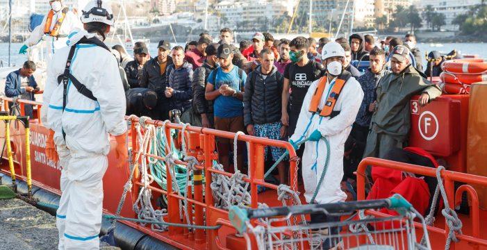 Sacaron de Canarias a más de 300 migrantes con pasaportes falsos
