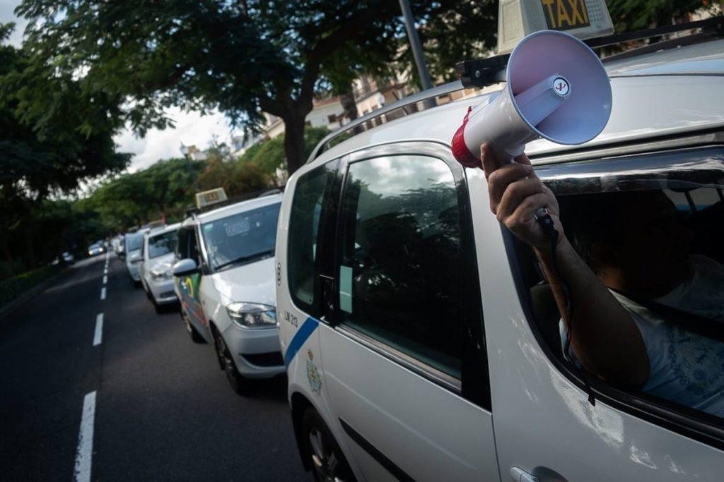 Esta imagen se repetirá la próxima semana si el Ayuntamiento de Santa Cruz y los taxistas no logran acercar posturas en cuanto a las demandas del sector. Fran Pallero