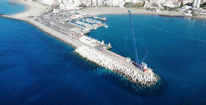 El refuerzo del dique de Los Cristianos estará listo en marzo