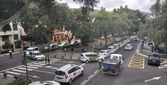 Los taxistas de Santa Cruz piden diálogo tras la segunda jornada de protesta y el anuncio de una nueva para el día 29