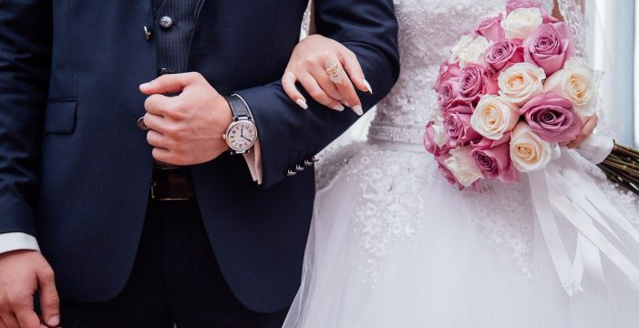 La policía disuelve una boda con cientos de invitados