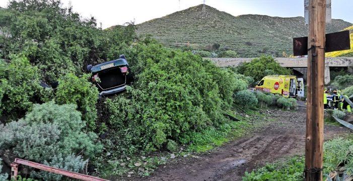 Un coche se sale de la vía y vuelca en Valle Tabares