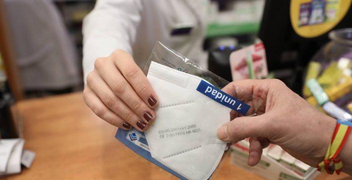 Bruselas plantea relajar la obligación de usar mascarillas entre las personas vacunadas
