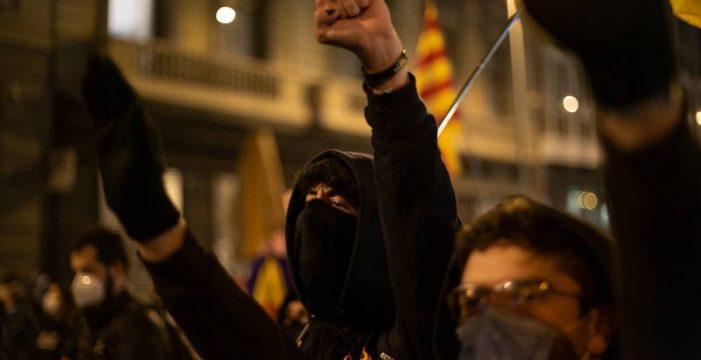 Cuarta noche de altercados en las concentraciones de apoyo al rapero Pablo Hasél