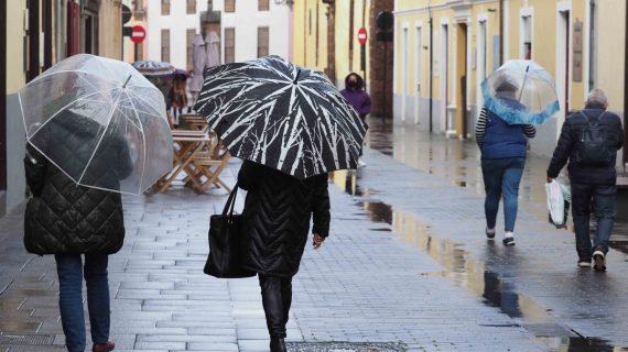 La calima se despide esta noche y llegan las primeras 'lluvias de barro'